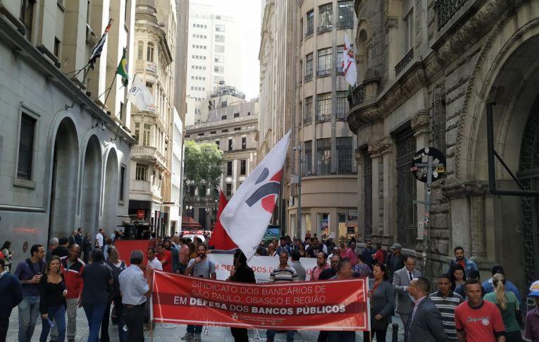 Empregados participam de Dia Nacional de Luta em defesa da Caixa