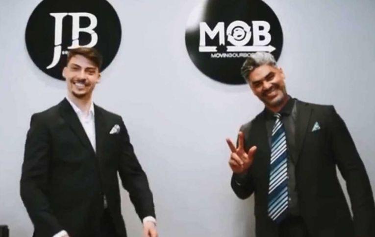 Empresa contratada pelo governo presta serviço de graça ao filho 04 de Bolsonaro