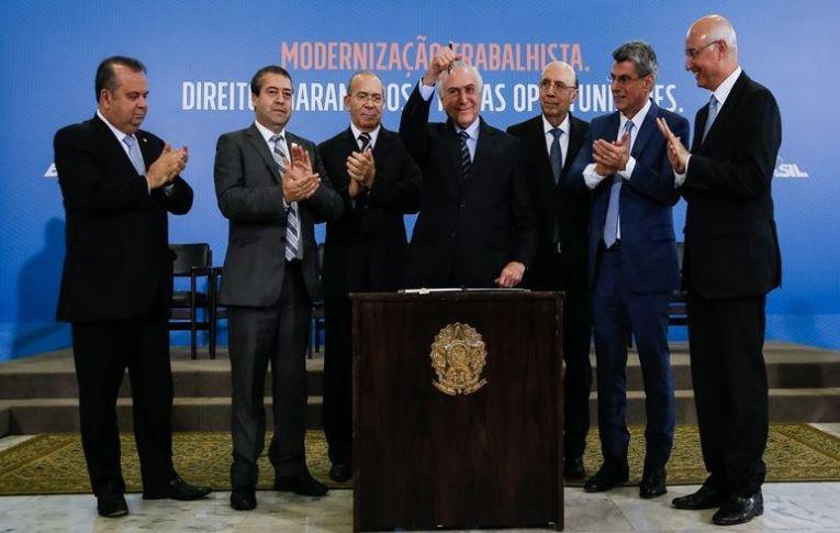 Enquanto Moro distrai o país com condenação de Lula, Temer destrói a CLT