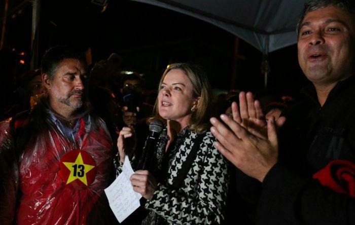 Estou tranquilo, mas indignado, diz Lula em carta enviada aos acampados