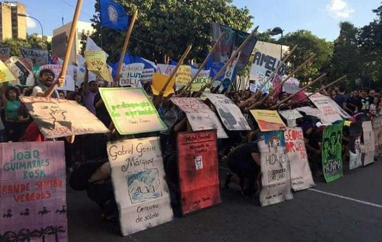 Estudantes confirmam atos em Brasília e 23 capitais contra cortes na educação na quinta-feira