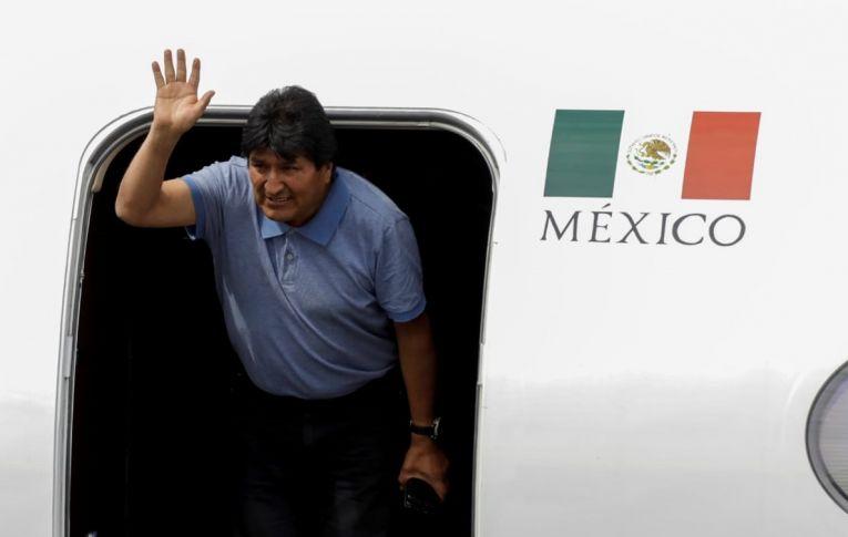 Evo Morales chega ao México para asilo: 'Peço para que não haja mais sangue'