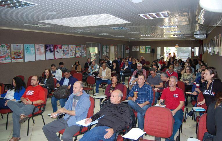 Fetec-CUT/PR realizou o Seminário Organização Sindical e Macrossetor