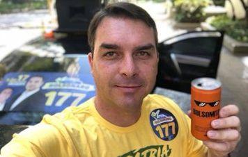 Filho de Bolsonaro não atende a chamado do Ministério Público para depor