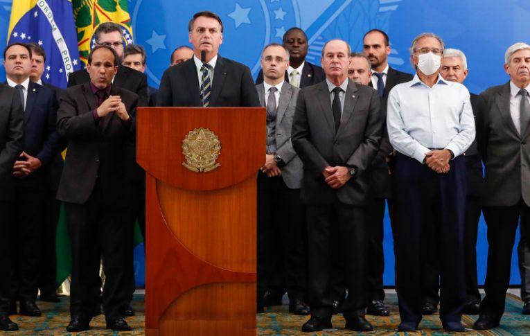 Guedes e Bolsonaro levaram Brasil à recessão antes da pandemia, diz estudo da FGV