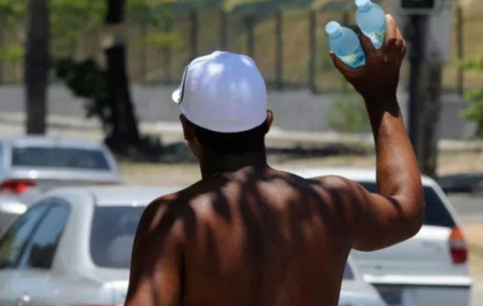 Informalidade atinge 47,4% dos trabalhadores negros do Brasil, diz IBGE
