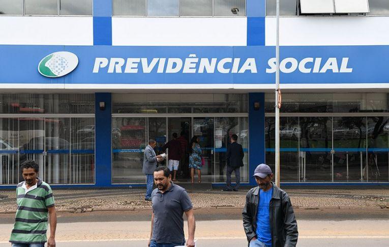 INSS atrasa pagamento de auxílio-doença para quem recebe menos que o salário mínimo