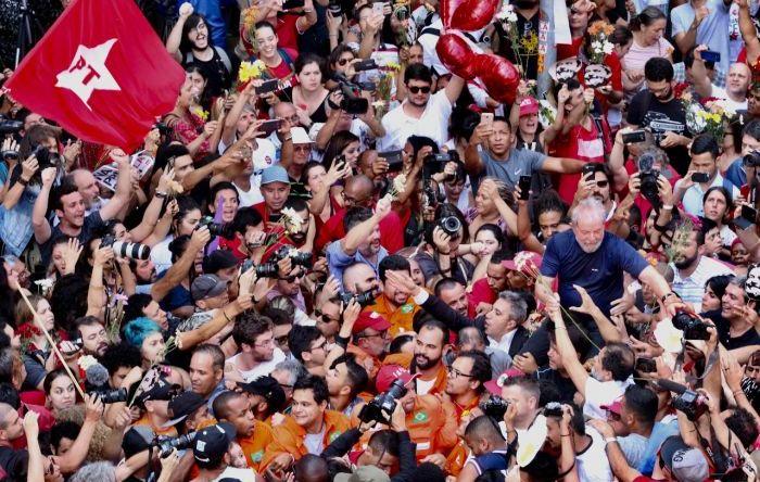 Juristas afirmam que Lula pode, sim, ser candidato à Presidência