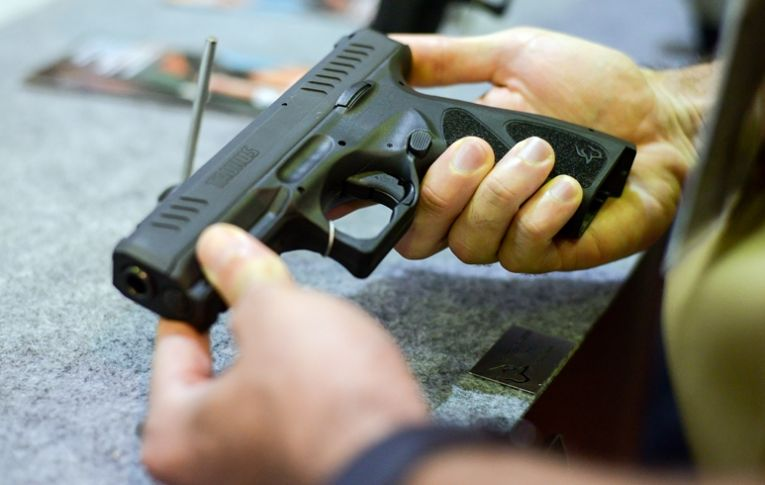Liberação de armas por Bolsonaro é rejeitada por 14 governadores