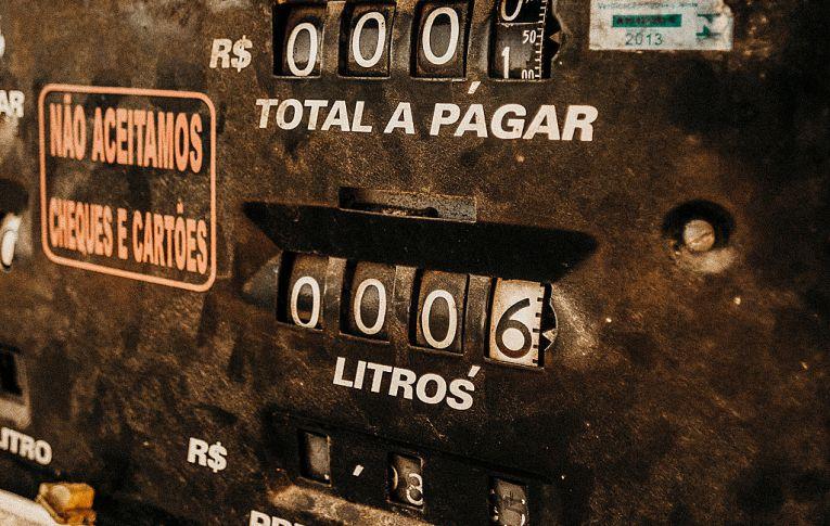 Lucros altos, investimentos baixos: como o desmonte da Petrobras impacta na sua vida