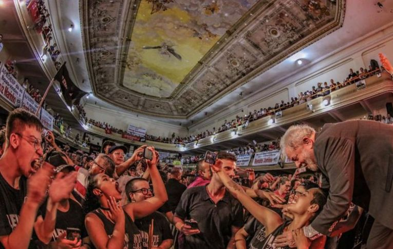 Lula: 'A solução é gerar emprego e colocar o pobre na economia'