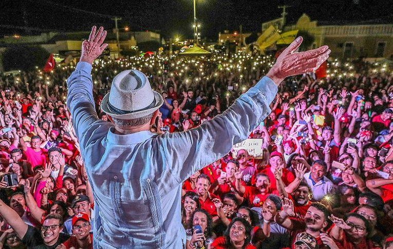Lula dispara e lidera com 39% no Datafolha, contra 19% de Bolsonaro