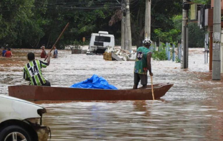 Maioria dos atingidos por enchentes em Minas foi alvo da lama da Vale