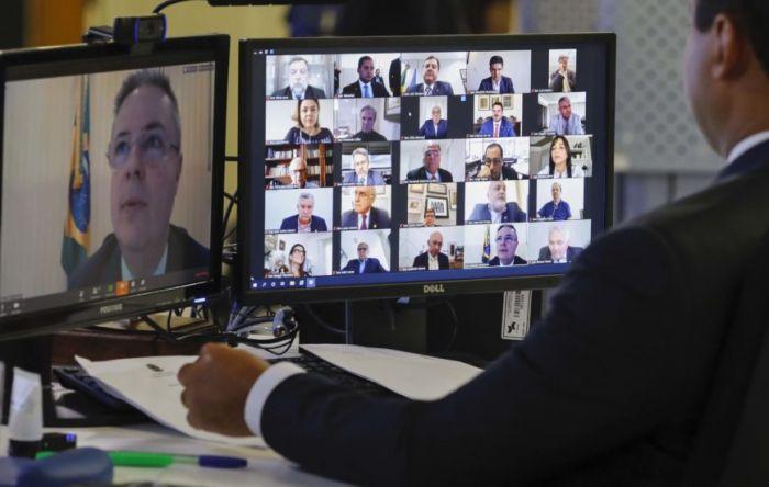 Mais categorias de informais terão direito a auxilio emergencial, decide Senado