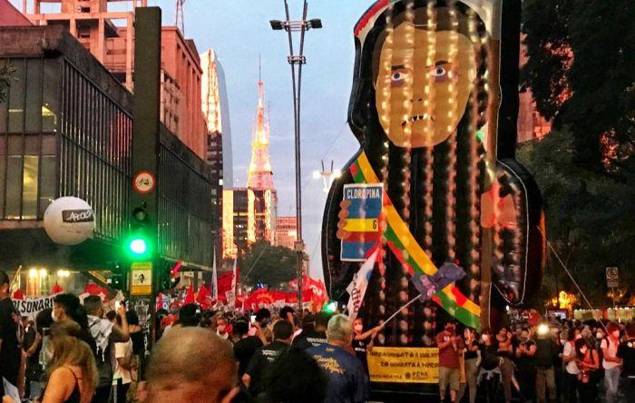 """Mais de 420 mil pessoas foram às ruas pelo 'fora, Bolsonaro"""", vacinas e auxílio"""