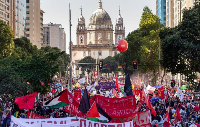 Mais de 600 mil pessoas foram às ruas no sábado (24) para exigir #ForaBolsonaro