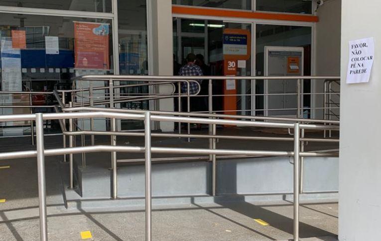 Mais uma bancária de Campo Mourão está com COVID-19.