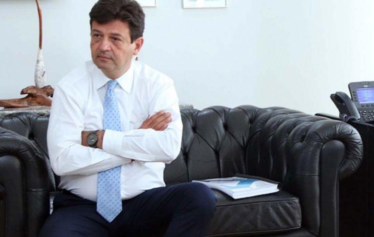 Mandetta reforça postura técnica do Ministério da Saúde em oposição a Bolsonaro