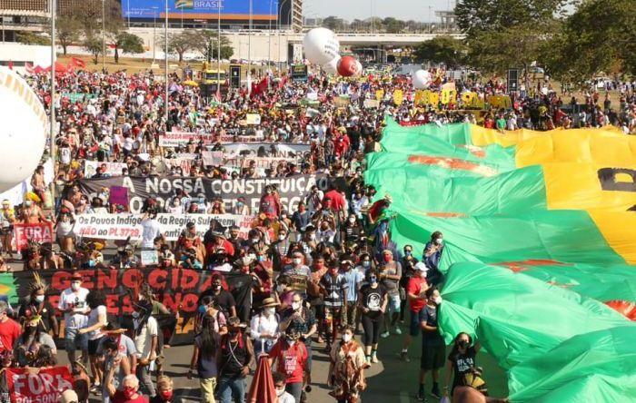 """Milhares de brasileiros ocuparam às ruas do país para exigir """"Fora, Bolsonaro"""""""