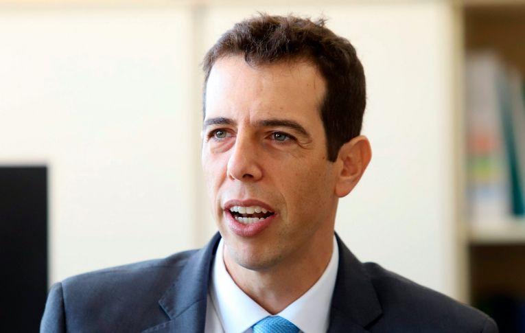 Ministro escolhido por Bolsonaro para a Educação contratou afiliada da TV Record e deixou alunos de 165 cidades sem aulas