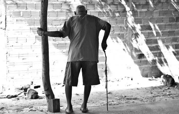 Mortes de idosos por Covid-19 deixa 5 milhões de adultos e crianças sem renda