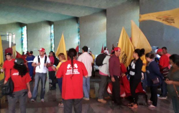 Movimentos sociais ocupam matriz da Caixa, em Brasília