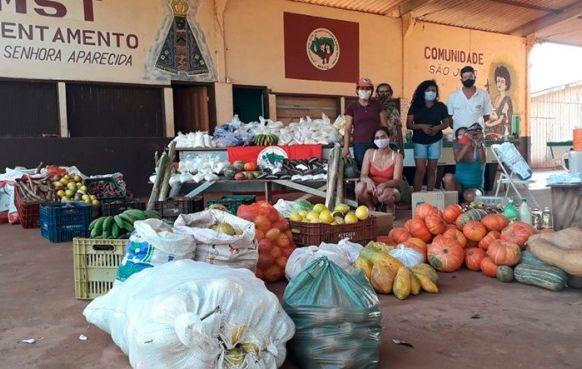 MST doa 2,6 toneladas de alimentos para famílias carentes e Uopeccan