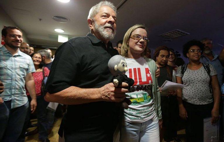 No século 21, PT e esquerda têm que ter coragem de inovar, diz Lula