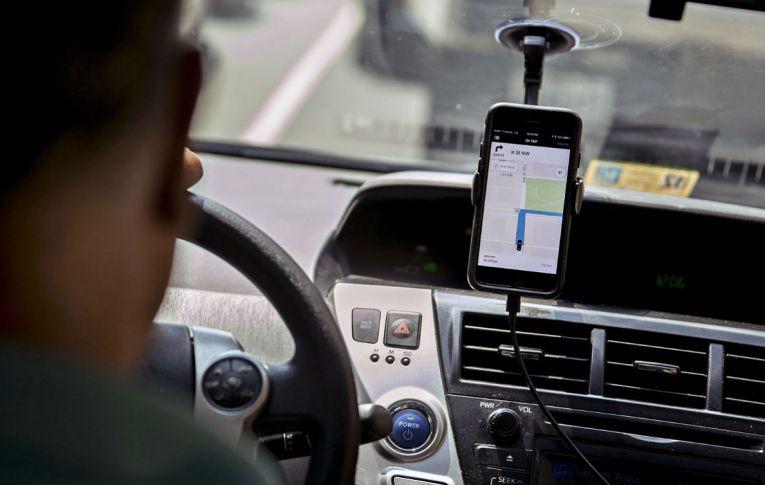 'Novo' mercado tem cada vez mais pessoas trabalhando em veículos, ambulantes e entregadores