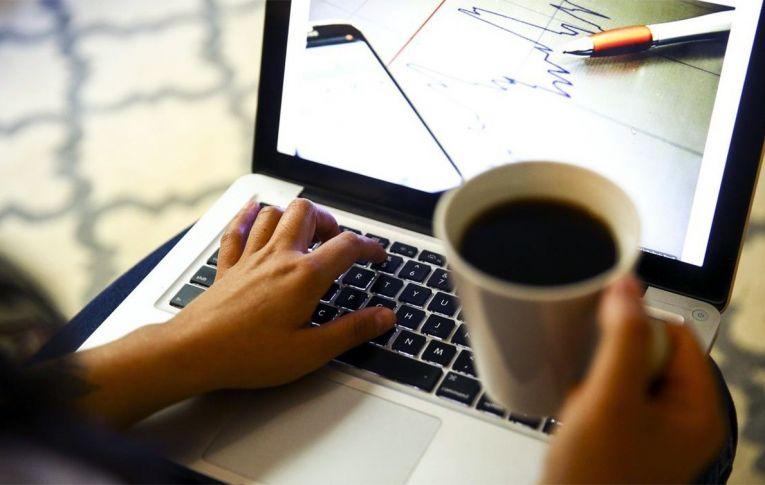 Número de pessoas em 'home office' diminui, mas supera 8 milhões
