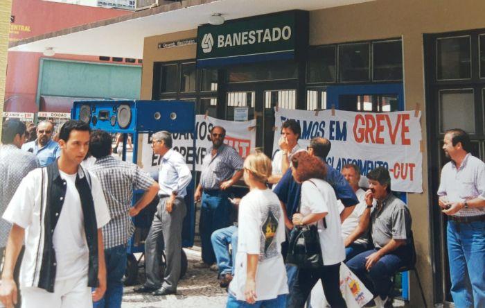 O que os 19 anos da privatização do Banestado ensinam à população?