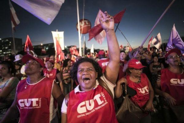 Mais de 800 mil pessoas foram às ruas dizer não ao golpe!