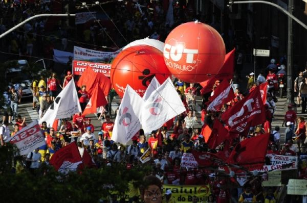 No quarto dia de greve bancários param  7.865 agências em todo país