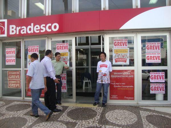 Bancários fecham 11.016 agências e já fazem a maior greve em 20 anos