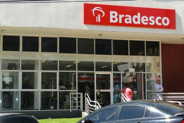 Migração das contas HSBC para BRADESCO geram problemas.