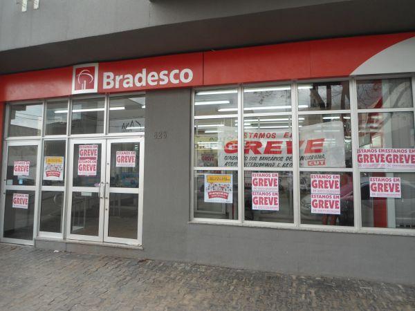 Bancários ampliam greve para forçar os bancos a retomarem negociações