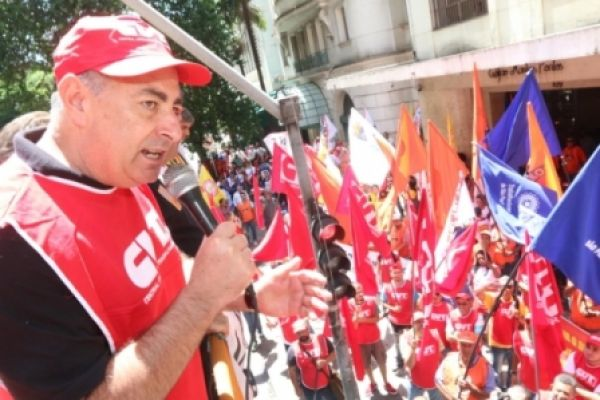 CUT e centrais protestam contra MPs 664 e 665 em diversas capitais