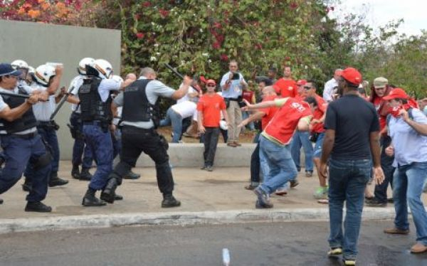 Violência não intimida trabalhadores e CUT volta ao Congresso nesta quarta (4) contra PL da terceirização