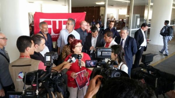 Cunha ataca democracia e proíbe ação da CUT na Câmara