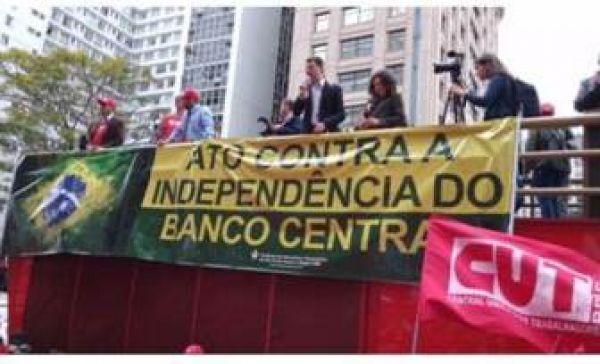 Bancários protestam contra proposta de independência do Banco Central