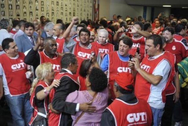 Centrais sindicais exigem aprovação do acordo sobre Fator Previdenciário