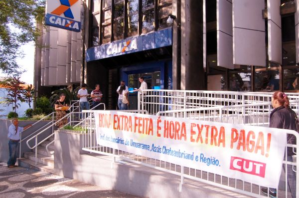 Bancários da Caixa foram às ruas contra a extrapolação de jornada