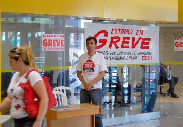 No 7º dia de greve bancários fecham 7.950 agências no país, mas bancos permanecem calados