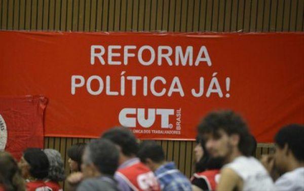 CUT e movimentos sociais pedem reforma política com Constituinte