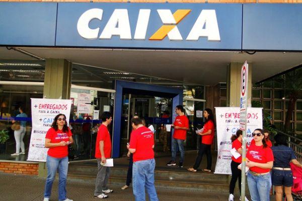 Servidores em greve apoiam mais contratação na caixa.