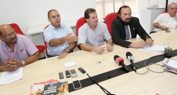 Deputados adiam votação do fim do fator previdenciário para 2013. Centrais pedem audiência com Dilma