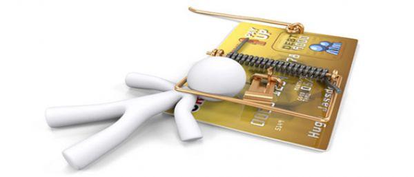 Bancos sobem juros no cartão para 432%