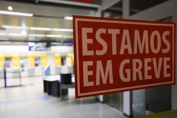 Bancários do Paraná iniciam greve com paralisação em 360 agências