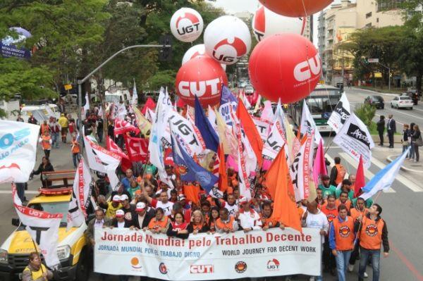 Em dia de mobilização por trabalho decente, CUT entrega pauta de reivindicações para a Fiesp