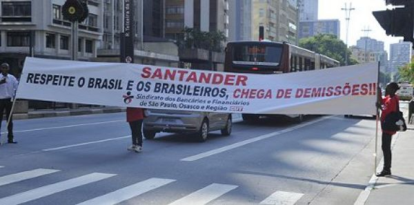 Liminar do TRT-SP suspende demissões no Santander em São Paulo